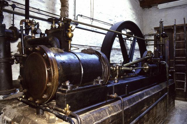 Máy hơi nước, công cụ nghiên cứu nhiệt động học đầu tiên.